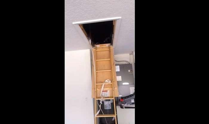 Рабочий обнаружил жуткую потайную комнату в доме, в котором его наняли сделать ремонт-8 фото + 1 видео-