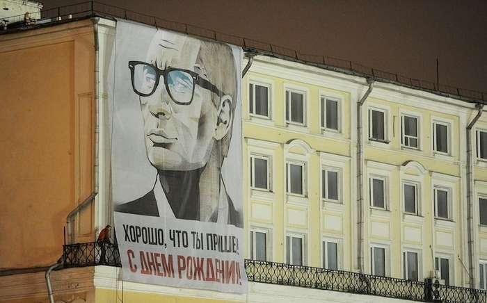 Коза Сказка и картина грудью. Что дарили президенту Путину-13 фото + 1 видео-