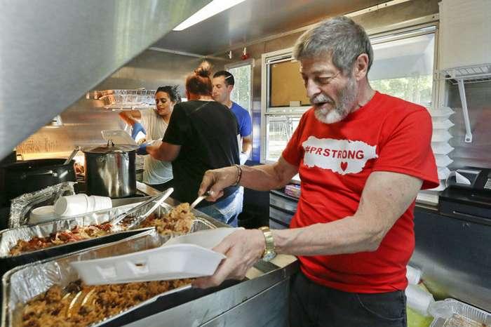 Американец 45 лет запасался едой на всякий случай. Теперь её раздает-5 фото-