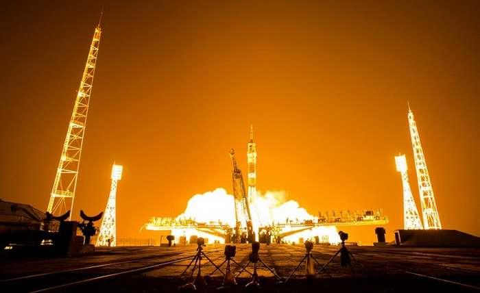 Дипломаты РФ предложили британцам летать в космос на iPhone после статьи в Times-2 фото-