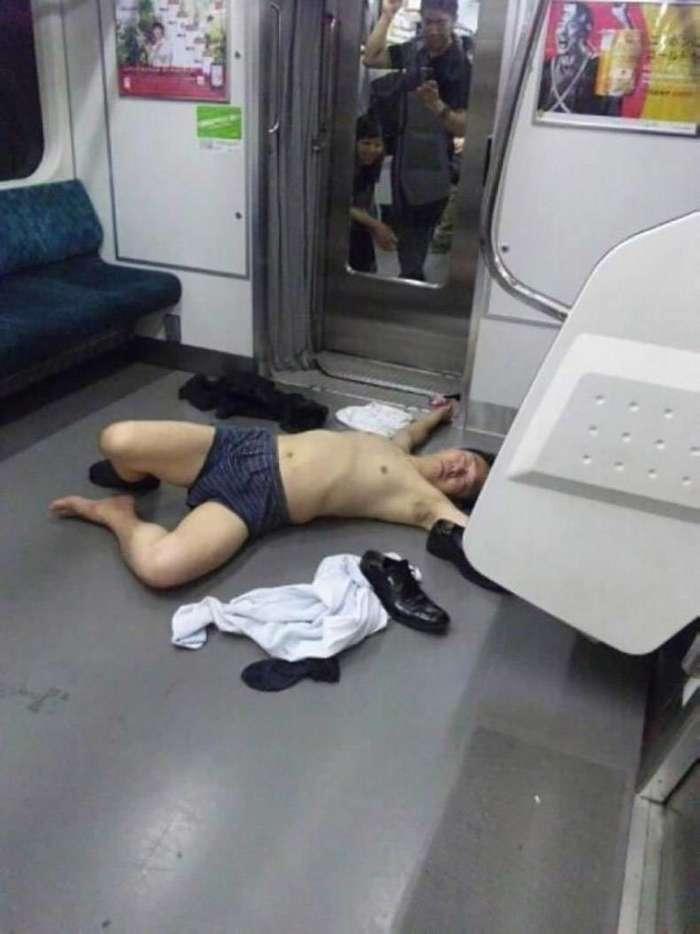 16 доказательств того, что пьяный человек может уснуть где угодно-17 фото-
