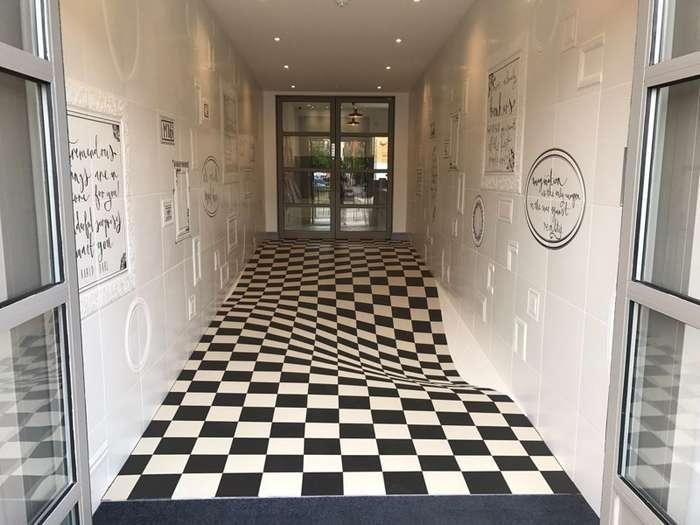 Эта оптическая иллюзия из напольной плитки может запросто вас укачать-3 фото-