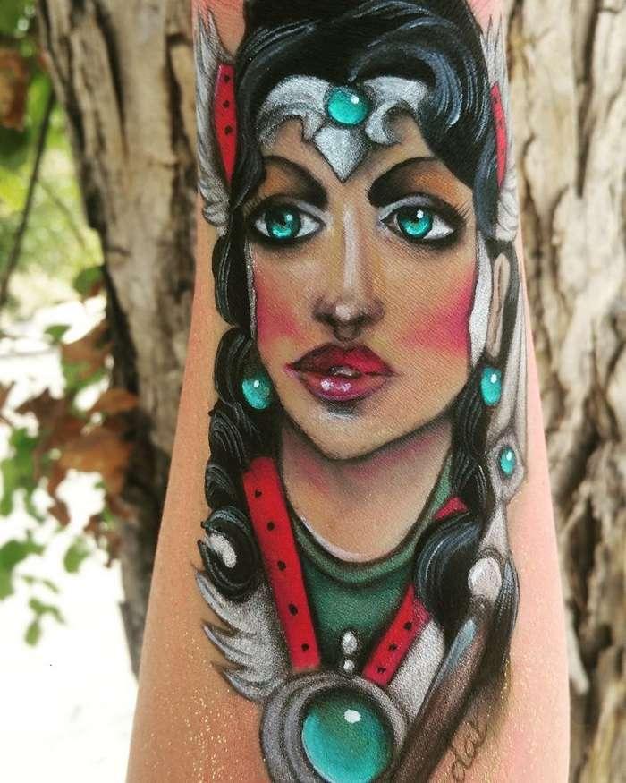 Причудливые портреты женщин на руке-8 фото + 1 видео-