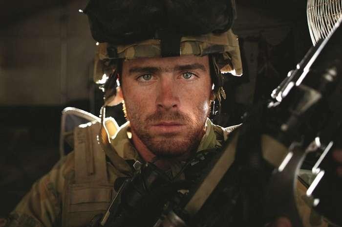 Австралийский фотограф снимает суровую правду жизни на линии фронта-8 фото-