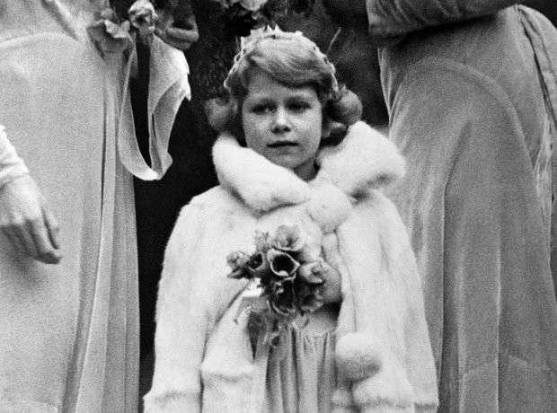 Самые диковинные права английской королевы-16 фото-