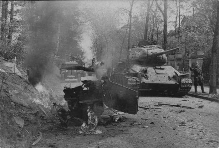 Поддержка танков в реалиях 1945 года-5 фото-