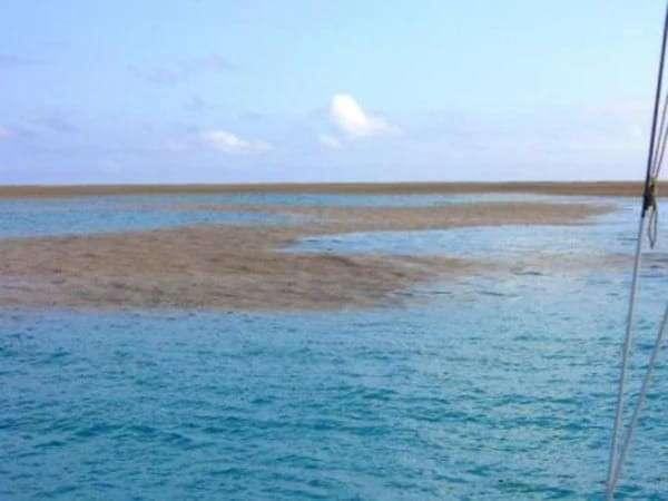 Они заплыли в странное пятно посреди океана. Спустя пару минут произошло нечто невероятное!-10 фото + 1 видео-