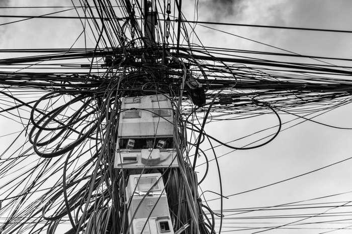 Когда проводов действительно больше, чем нужно-30 фото-