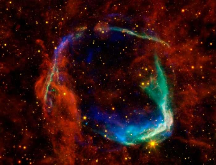 Самые красивые снимки космоса от телескопа -Спитцер--5 фото + 1 видео-