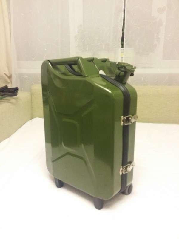 Как сделать чемодан из канистры-6 фото-