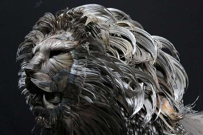 Возвышающийся стальной лев от Сельчука Йылмаза-4 фото-