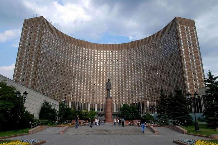 Как сейчас выглядит легендарный московский отель -Космос-