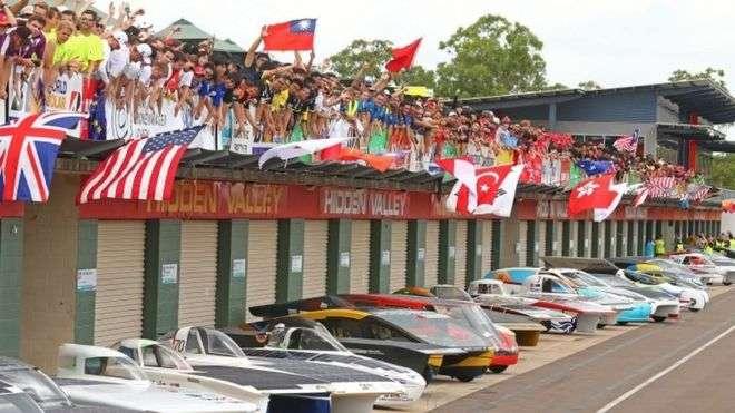 В Австралии стартовали гонки на «солнечных автомобилях»