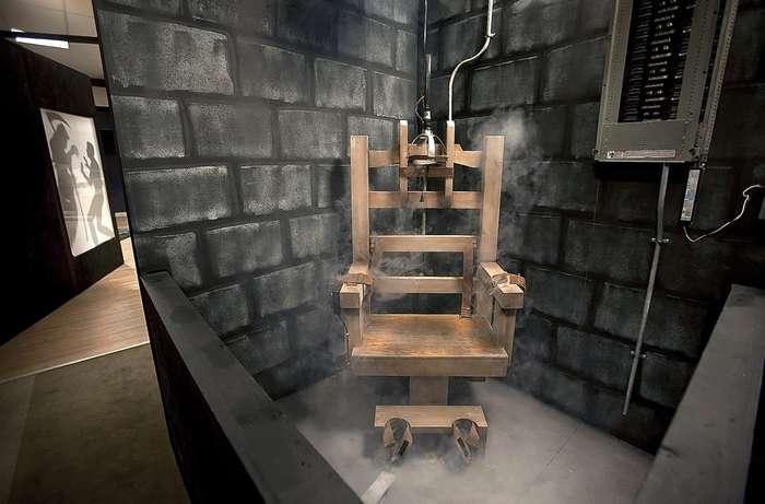 -Поискрим?- или жуткие последние слова смертников на электрическом стуле, от которых у вас по спине пробежит искорка