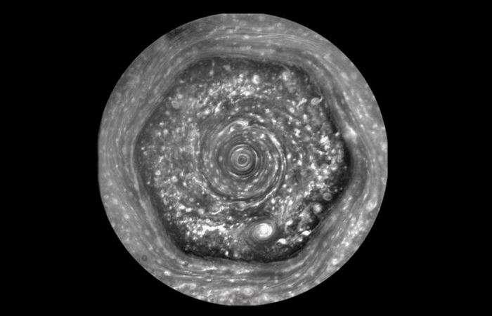 10 самых любопытных -теорий заговора- о Сатурне, которые вызывают научные споры и сегодня