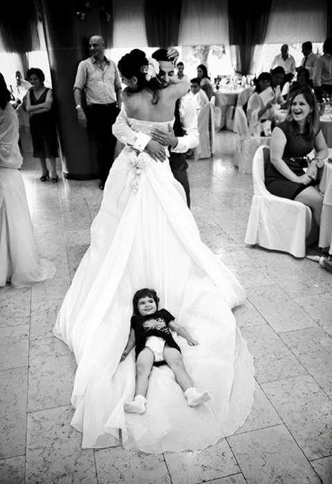 18 уморительных снимков малышей, которые категорически против свадеб