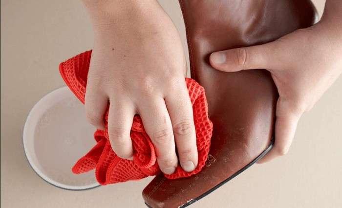 Как избавиться от белых пятен на обуви и привести её в порядок: 3 простых шага