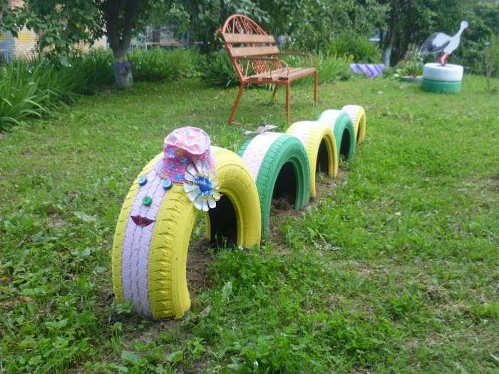 Новая жизнь старых вещей: 20 фантастических решений, которые помогут украсить загородный участок
