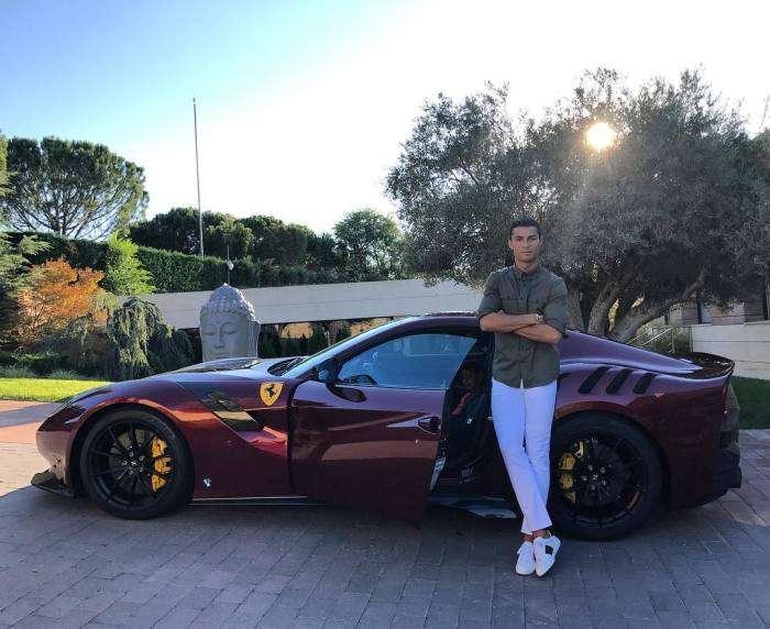 Bugatti для Криштиану Роналду: Скандальный футболист показал свой новый автомобиль за 3 миллиона -зеленых-