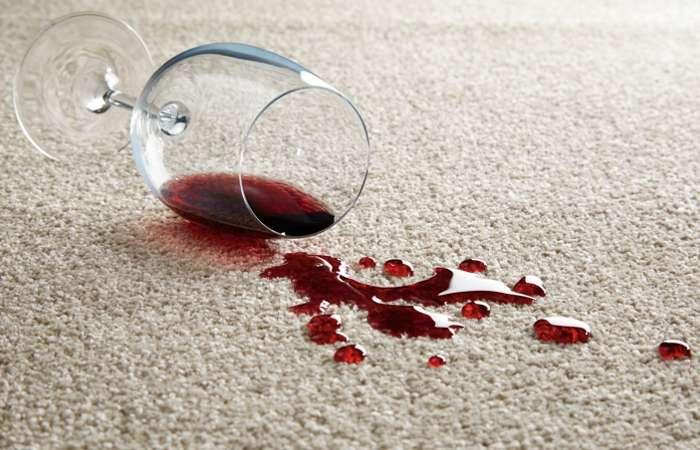 Как очистить ковёр от самых застарелых пятен: 7 простых шагов
