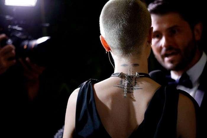 Бессмысленно и беспощадно: 8 странных, а то и откровенно нелепых татуировок знаменитостей