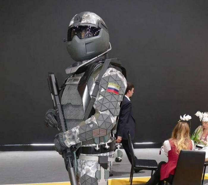 Прототип армейского экзоскелета -Защитник будущего- (7 фото)