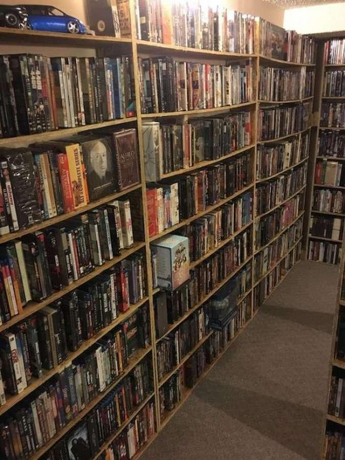 На интернет-аукционе выставили на продажу коллекцию фильмов за 1 млн долларов (7 фото)