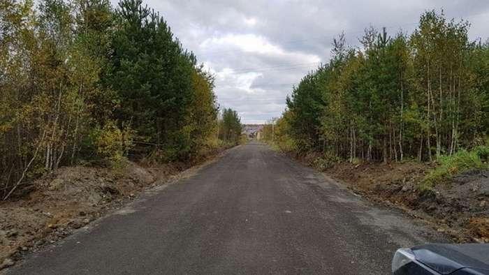 Жители поселка скинулись и сами положили асфальт на дороге