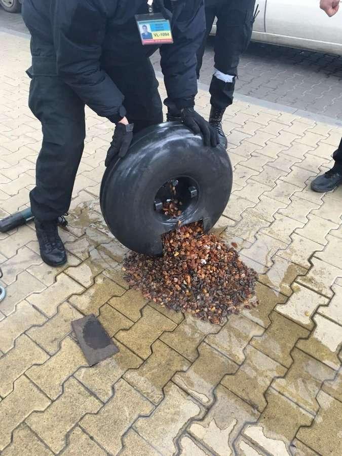 Таможенники задержали 22 кг янтаря на польско-украинской границе