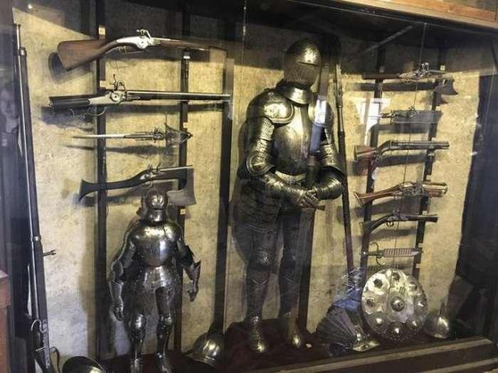 Старинное оружие из арсенала чешского замка
