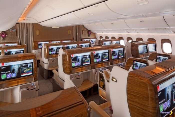 Авиакомпания Emirates хватсается