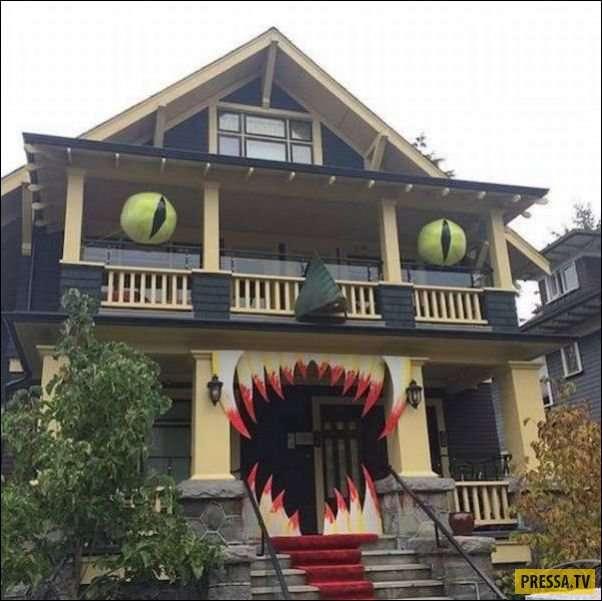 Основательно подготовились к Хеллоуину - украшение домов (25 фото)
