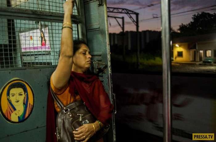 Женские вагоны на железных дорогах Мумбая (21 фото)