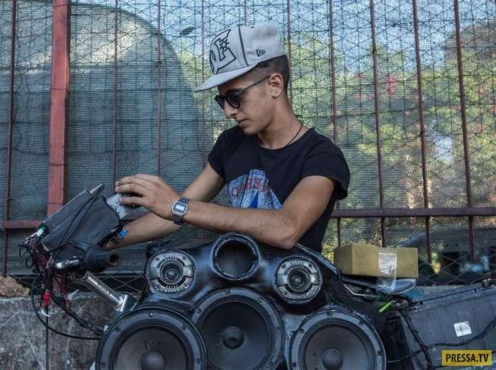 Подростковая мода в Палермо: велосипеды с акустическими системами (9 фото)