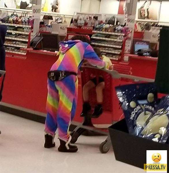 Забавные и ужасные покупатели супермаркетов Walmart ( 40 фото)