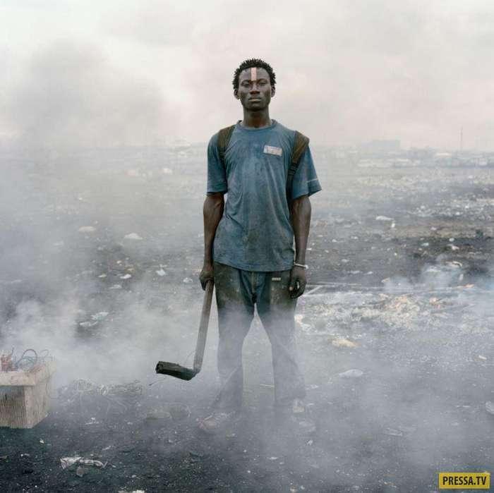 Тяжелая жизнь людей в трущобах Ганы (10 фото)