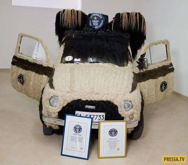 Автомобиль Fiat, украшенный 120 кг человеческих волос (5 фото + видео)