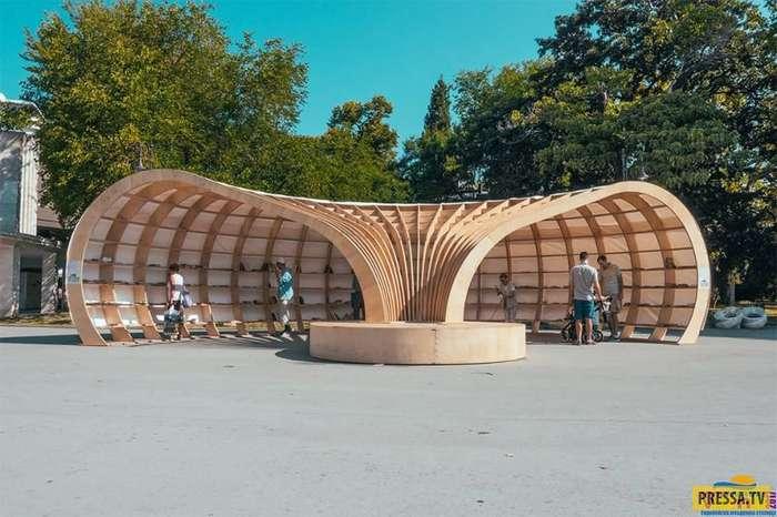 Первая уличная библиотека в болгарском городе Варна (8 фото)