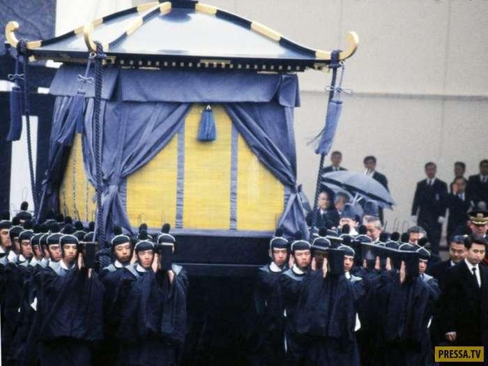 Самые дорогостоящие и пышные похороны знаменитостей и политических деятелей (48 фото)