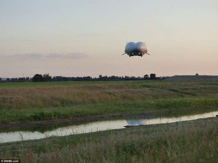 Полетели? Самый большой в мире дирижабль Airlander 10 готовится к воздушным круизам-10 фото + 1 видео-