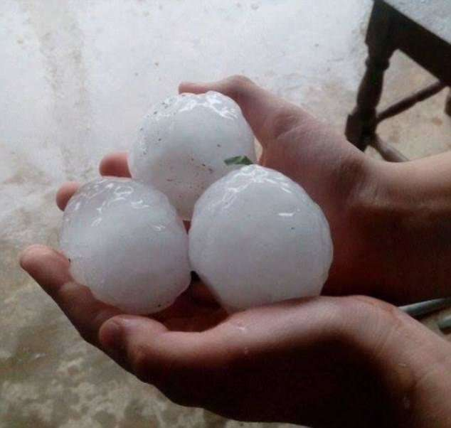 Аргентину засыпало 1,5-метровым слоем снега и града размером с теннисный мяч-8 фото-