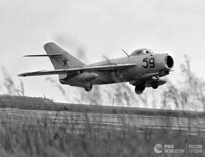 Сбит над Союзом-8 фото-