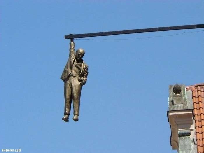 10 странных статуй в разных странах мира-10 фото-