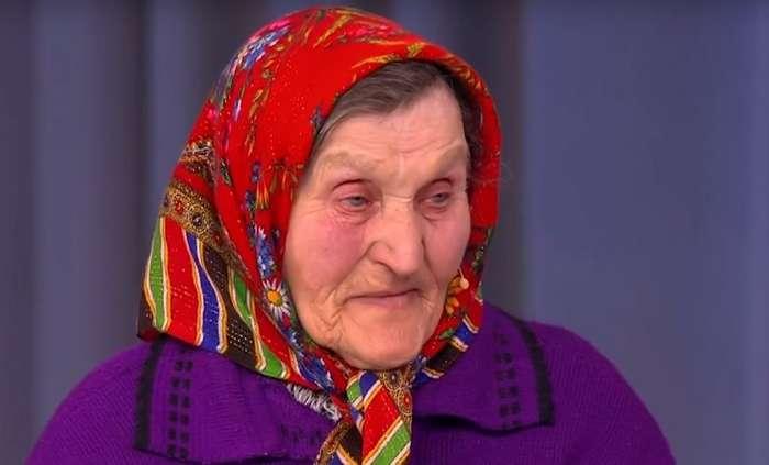 Солист группы -Ленинград- подарил квартиру пенсионерке, которая 30 лет прожила в конюшне-4 фото + 1 видео-
