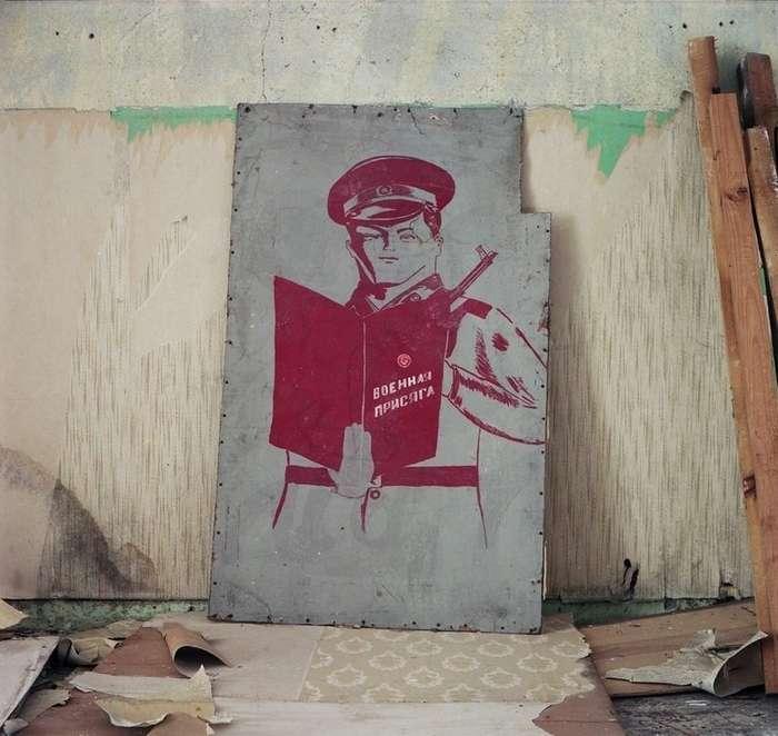 Плакаты СССР на стенах: послания из прошлого, дожившие до наших дней-25 фото-