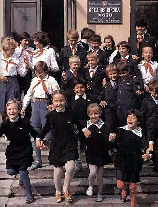 По волнам нашей памяти! Советская школьная форма-24 фото-