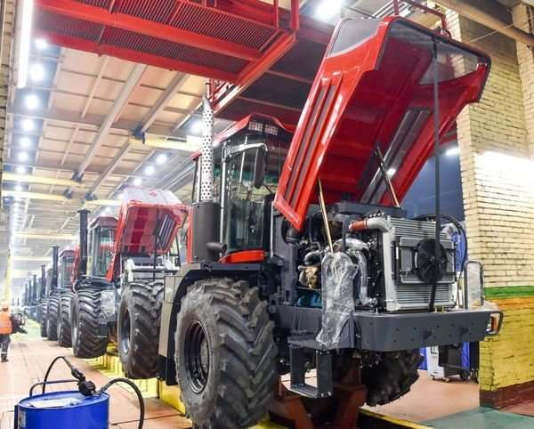 Кировский завод Петербурга начал поставки нового трактора -Кировец- К-424 в Европу-10 фото + 2 видео-