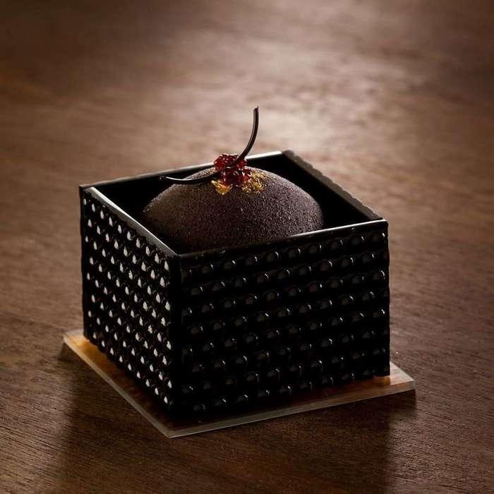 Художница не может употреблять в пищу сладости, поэтому создает их из стекла-26 фото-