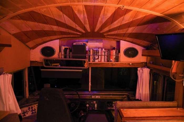 Самодельный дом на колесах, который работает на растительном масле-12 фото + 1 видео-