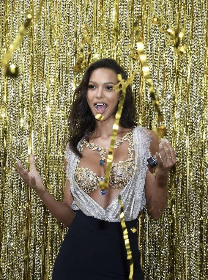 Лаис Рибейро продемонстрировала бюстгальтер за $2 000 000-9 фото-